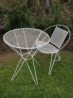 Lattice Metal 60 S Outdoor Setting This Looks Like An Artistic Wire Creation 60s Furnitureartistic