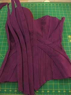 How to make a corset - tutorial for beginners (plus other corset related articles, tutorials and patterns on this site http://www.foundationsrevealed.com/ )