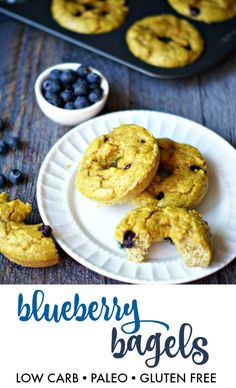 Paleo blueberry bagels are both low carb & gluten free. Perfect way to start your morning. // Taste & texture remind me of bran muffins. Store in baggies in fridge, makes them more moist. Low Carb Quiche, Low Carb Bread, Low Carb Keto, Low Carb Recipes, Paleo Bread, Paleo Recipes, Healthy Bread Alternatives, Blueberry Bagel, Patisserie Sans Gluten