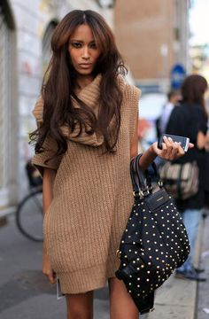 Wear an oversized sweater as a dress! Just add tights and boots. Winter Chic: 40 Stellar Street Style Outfits to Copy Now Winter Chic, Autumn Winter Fashion, Casual Winter, Looks Style, Looks Cool, My Style, Look Fashion, Fashion Outfits, Womens Fashion