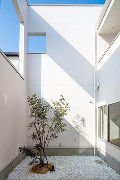 壁の家・間取り(愛知県一宮市) |ローコスト・低価格住宅 | 注文住宅なら建築設計事務所 フリーダムアーキテクツデザイン Modern Minimalist House, Minimal Home, Minimalist Interior, Interior Garden, Interior And Exterior, Concept Architecture, Interior Architecture, Modern Foyer, Small Buildings
