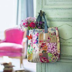 Coudre un sac cabas en patchwork de tissus à fleurs