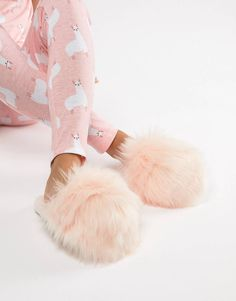 Shop Loungeable faux fur slipper in pink at ASOS. Order now with multiple payment and delivery options, including free and unlimited next day delivery (Ts&Cs apply). Asos, Pink Faux Fur, Saved Items, Fabric Samples, Fur Slides, Custom Shoes, Pink Fashion, Black Leggings, Fashion Online