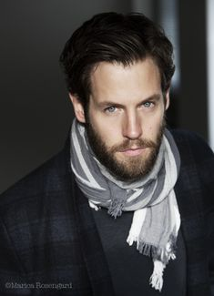 Something about Scandinavian actors. Beautiful Boys, Gorgeous Men, Beautiful People, How To Wear Scarves, Wearing Scarves, Look Fashion, Mens Fashion, Famous Faces, Male Beauty