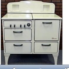 Vtg 1930's Wedgewood Cast Iron/Porcelain Gas Stove w Oven. Excellent Condition