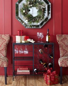 I love the wreath hanging on the mirror!