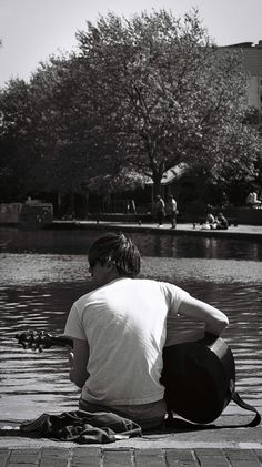 Guitarist at Regent's Canal Lady Grey, Lomography, Film, Abstract, Guitar, Movie, Summary, Films, Film Stock