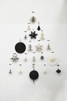 Home sweet home chez Madam Stoltz (PLANETE DECO a homes world) - A Christmas tree with a difference: simply glued to the wall with black and white ornaments and Chr - Black Christmas, Noel Christmas, Modern Christmas, Scandinavian Christmas, All Things Christmas, Winter Christmas, Christmas Crafts, Christmas Ornaments, Office Christmas