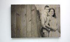 Trouwfoto op Steigerhout #steigerhout #trouwen #trouwfotoophout #fotoophout #timberprint