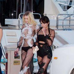 Famosas abusam de transparências em baile de Leo DiCaprio