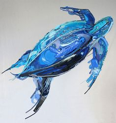 Sayaka Ganz Motion: Swimming... Sayaka Ganz creates animal sculptures from discarded plastic objects.
