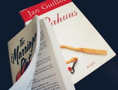 I couldn't resist the temptation to buy Jeffrey Eugenides' newest book, The Marriage-Plot. I wish I had the time to read it, but maybe I should save all the fun till summer (to let all the praise in the media for the book to cool off). I also bought a second hand copy of Jan Guillou's Pahuus (Ondskan/Evil). Oh, so many books and so little time. Isn't it unfair?