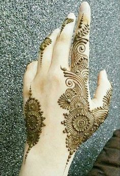 here you find out simple but attractive mehndi design on such occasions such as parties weddings of any relative Modern Henna Designs, Floral Henna Designs, Mehndi Designs Feet, Latest Bridal Mehndi Designs, Mehndi Designs 2018, Henna Art Designs, Modern Mehndi Designs, Mehndi Designs For Beginners, Wedding Mehndi Designs