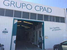 Aplicando suelo de resina y paredes de seda en las oficinas del Grupo CPAD.
