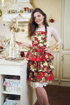 Red Christmas Ladies Apron, Holiday Apron for Women, Christmas Flowers on Red Beige Background with Ruffles, Gift for Friend, Mom or Wife Christmas Flowers, Red Christmas, Riga, Gifts For Friends, Gifts For Mom, Vintage Housewife, Apron Designs, Domestic Goddess, Beige Background