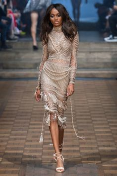 Julien Macdonald Spring 2020 Ready-to-Wear Fashion Show Collection: See the complete Julien Macdonald Spring 2020 Ready-to-Wear collection. Look 33 Julien Macdonald, Fashion Week, Fashion 2020, Look Fashion, Fashion Outfits, Fashion Design, Catwalk Collection, Fashion Show Collection, Mode Crochet