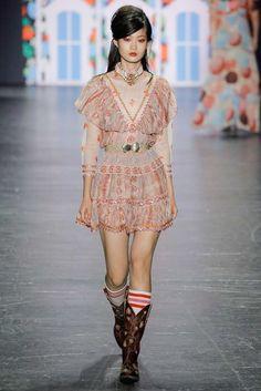 Anna Sui Spring 2017 Ready-to-Wear Fashion Show - Hyun Ji Shin