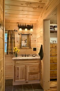 Love this bathroom for a cabin Log Home Bathrooms, Lake House Bathroom, Rustic Bathroom Designs, Best Bathroom Designs, Log Cabin Living, Log Cabin Homes, Rustic Lake Houses, Log Home Interiors, Log Home Designs