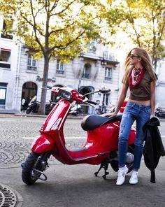 Vespa Girl, Scooter Girl, Vespa Lambretta, Vespa Scooters, Red Vespa, Chicks On Bikes, Pocket Bike, Mod Scooter, Lady Biker