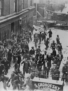 The Battle of Cable Street - Henry was involved in this anti-fascist protest which led him to join the International Brigades Diesel Punk, London History, British History, Vintage London, Old London, London Street, London Life, Irish Catholic, World Conflicts