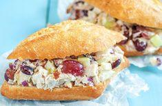 Découvrez 7 recettes de sandwichs pour les lunchs, avec wraps, salade de poulet, fruits, quinoa, tofu et noix, salade de thon, etc.