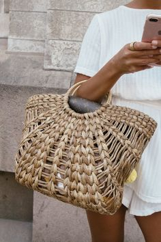 Beach bag | White | Tan | Outfit | Summer | More on Fashionchick.nl