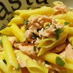 Profumo di erbe aromatiche in questo primo piatto freddo leggero e gustoso #senzaglutine #salmone #erbearomaticheincucina #tuttasalute #iomivogliobene #ricettalight  Ricetta sul blog  | http://ilmondodiortolandia.com/2015/05/13/pasta-fredda-senza-glutine-con-salmone-al-vapore-ed-erbe-aromatiche/ |
