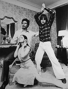 Harrison Ford, Mark Hamill and Carrie Fisher goofing around in a hotel room and trying to replicate the poster for A New Hope.