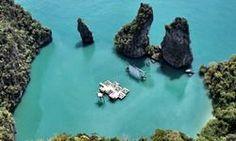 Un cinema galleggiante nel mare di Yao Noi per il festival Film on the Rocks
