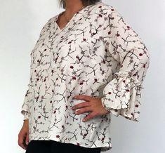 Ma version #idyllepattern de @atelierscämmit. J'ai ajouté un manchon volanté et j'ai supprimé le boutonnage dans le dos (le col en V le permet sans risque de ne pouvoir enfiler la blouse). Pas à pas gratuit sur le blog https://www.indispensable-couture.com/blouse-idylle-de-l-atelier-scammit/ Cette blouse va aussi aux rondes !