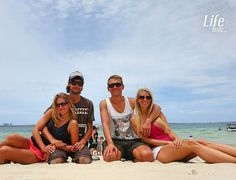 Unsere Zeit mit Yasmin und Ridzard geht zu Ende. Wir haben uns 4 Tage ein Zimmer geteilt und Silvester zusammen gefeiert. Es ist immer wieder schön neue Leute kennen zu lernen.  Bis tief in die Nacht haben wir gequatscht gelacht und uns Horror geschichten erzählt. Durch die zwei haben wir etliche Australien Roadtrip-Tips bekommen da sie selbst durch Australien gereist sind. Nun sind sie auf dem Weg zu den Cook Islands. Falls ihr auch einmal schauen möchtet was die zwei schon alles erlebt…