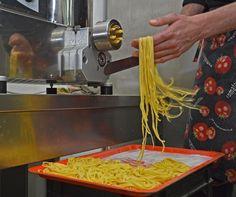 Preparando la nostra pasta fresca fatta in casa - Making home-made pasta