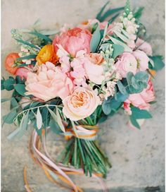 The prettiest springtime bouquet by Bristol based florist @theroseshed. Image by @belle_andbeau. Simply stunning!