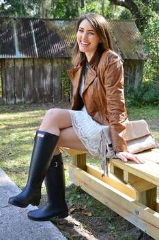 Hunter Girl by on DeviantArt Riding Boot Outfits, Hunter Boots Outfit, Riding Boots, Sexy Boots, Cool Boots, Hunter Wellington Boots, Wellies Rain Boots, Girls In Mini Skirts, Looks Vintage
