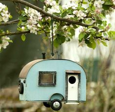 Bird Feeder. Where can I find this, but then the caravan of the cartoon Kuifje & Bobbie.