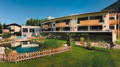 Bio-Wellness-Hotel am Mieminger Plateau Spa, Hotels, Two By Two, Wellness, Cabin, Mansions, House Styles, Green, Travel