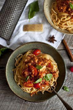 Spaghetti bolognaise au tofu parfume_Emiliemurmure Vegetarian Day, Vegetarian Recipes, Healthy Recipes, Quick Recipes, Veggie Recipes, Spaghetti Bolognaise, Spaghetti Squash Recipes, Pasta, Main Meals
