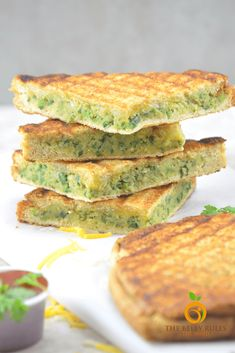 Grilled sandwich AND Healthy? Let me deceive your taste buds with a little twist on the grilled sandwich. While you and your kids devour this Grilled falafel Cheese Sandwich, just smile knowing Chickpea Sandwich, Falafel Sandwich, Grilled Sandwich Recipe, Sandwich Recipes, Mayonnaise Sandwich, Tea Sandwiches, Wrap Recipes, Salmon Burgers, A Food