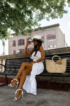 Now that it officially feels like summer, you might be thinking about ways you can freshen up your wardrobe. Mia Mia Mine shares some budget-friendly summer staples. White Heels Outfit, Heels Outfits, Wide Leg Denim, White Denim, Meeting Outfit, Black Linen, Trendy Fashion, Women's Fashion, Fashion Outfits