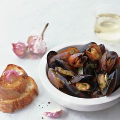 Sauvignon Blanc-Steamed Mussels with Garlic Toasts F&W's Grace Parisi shares a classic recipe for mussels in white wine, then creates amazing alternatives with clam broth, sake, and lager. Shellfish Recipes, Seafood Recipes, Wine Recipes, Cooking Recipes, Healthy Recipes, Cooking 101, Fish Dishes, Seafood Dishes, Fish And Seafood