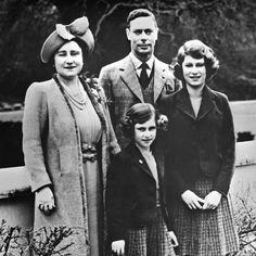 9+1 ritkán látott fotó II. Erzsébet lenyűgöző életéről | Nők Lapja