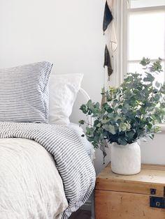 Room Ideas Bedroom, Home Bedroom, Modern Bedroom, Master Bedroom, Bedroom Decor, Boudoir, Bedside Table Styling, Scandinavian Style Home, Coastal Bedrooms