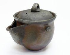 Hôhin Bizen-Yaki teapot by Nobuhara Katsushi