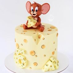 Who remembers Tom and Jerry?❤😀 - Love this cake!🍰 - Tag someone wo would love this cake as a… Bolo Tom E Jerry, Tom And Jerry Cake, Pretty Cakes, Cute Cakes, Fondant Cakes, Cupcake Cakes, Cake Boss Cakes, Cartoon Cakes, Cute Birthday Cakes