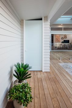 🌟Tante S!fr@ loves this📌🌟Long Jetty Renovation Pool & Backyard Reveal Exterior Design, Interior And Exterior, Minimal House Design, Timber Deck, Australian Homes, Outdoor Living, Outdoor Decor, Pool Houses, Coastal Homes