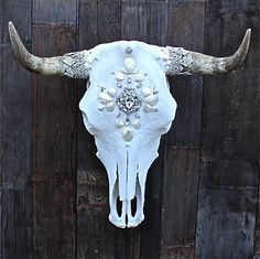 forLᎾVE+LEMᎾNᎦ Cow Skull. Leery me create one for you, find me on Instagram @countrycouturealedo