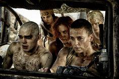 Nicholas Hoult, Courtney Eaton, Riley Keough, Charlize Theron y Abbey Lee Kershaw