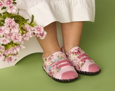 #flowerpowershoes #kidsshoes Palm Beach Sandals, Flower Power, Slip On, Floral, Shoes, Fashion, Moda, Zapatos, Shoes Outlet