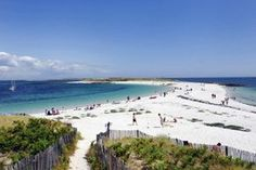 Île Saint-Nicolas, Finistère Places To Travel, Places To See, Brittany France, Nature Beach, Saint Nicholas, Beautiful Places In The World, Camping Life, Destinations, France Travel