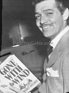 Clark Gable reading 'Gone with the Wind'. Gable was the early favorite for the r. Old Hollywood Movies, Classic Hollywood, Vintage Hollywood, Hollywood Pictures, Hollywood Glamour, Hollywood Stars, Old Movie Stars, Classic Movie Stars, William Clark